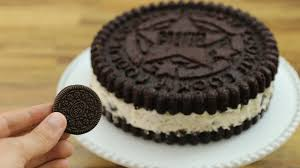 Oreo cookie cake can be made with a silicone cake mould