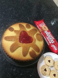 Jammie Dodger cake complete with biscuits after using the Moldyfun cake mould